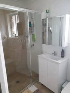 Shower Glass Screen 2 - Glass Repairs in Dapto, NSW