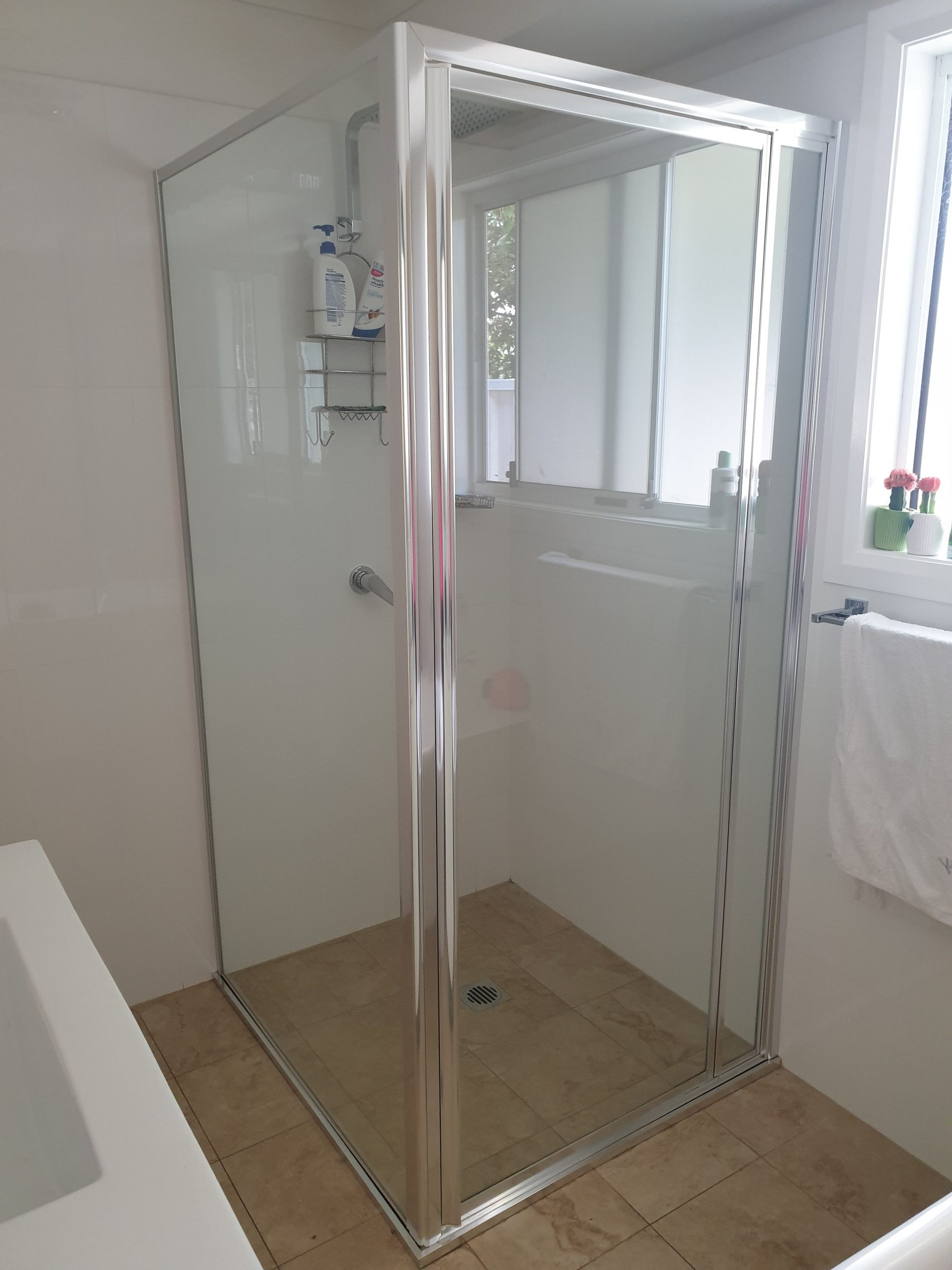 Pros & Cons of Framed Shower Screens